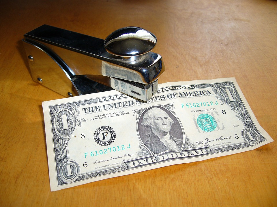 dolar v sešívačce