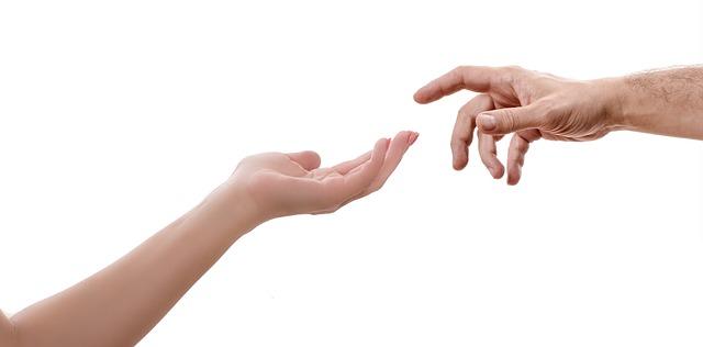 pomocná partnerská ruka.jpg